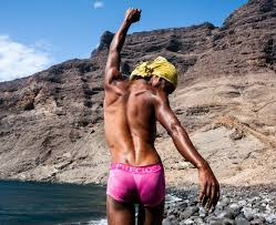 Taking pictures of the LGBTQ + community of freedom photographing the West African Sea